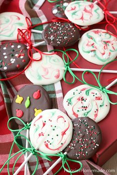 Chocolate Lollipops for Christmas - Hoosier Homemade Chocolate Lollipop Molds, Chocolate Molds, How To Make Chocolate, Melt Chocolate In Microwave, Melting Chocolate, Christmas Candy, Christmas Treats, Holiday, Almond Bark Recipes