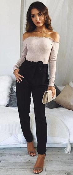 Nice 46 Stunning Winter Outfits Ideas With Black Pants. More at https://wear4trend.com/2018/01/17/46-stunning-winter-outfits-ideas-black-pants/