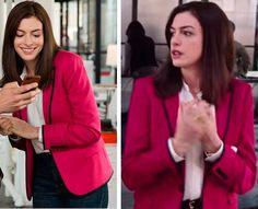 Anne Hathaway como Jules em Sr. Estagiário (The intern), figurino, looks, casaco, rosa