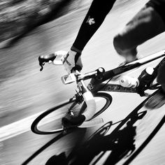 Cuando solo te acompaña tu sombra.. #gopro #bicicleta #rutaenbici #pedalear #sobre2ruedas #alquilargopro