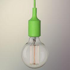 Závesný silikónový luster s textilnou zatočenou šnúrou v zelenej farbe. Luster ponúka jednoduchú konštrukciu vyrobenú zo silikónu a textílu