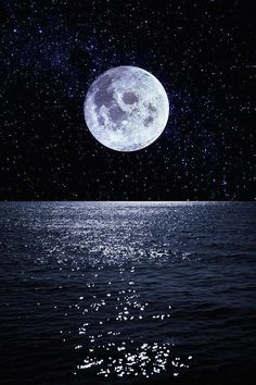 Full moon reflecting on ocean at night Night Sky Moon, Ocean At Night, Night Skies, Night Sky Wallpaper, Sunset Wallpaper, Scenery Wallpaper, Wallpaper Art, Beautiful Nature Wallpaper, Beautiful Moon