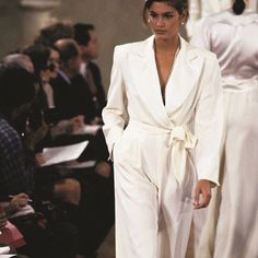 this morning- Cindy Crawford rocks all-white outfit at Runway ✨ 1990s Fashion Trends, Retro Fashion, Runway Fashion, High Fashion, Fashion Show, Vintage Fashion, Fashion Outfits, Latest Fashion, Cindy Crawford