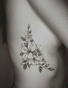 Rib Tattoos For Women: 22 Ideas To Discover - # diseosparatatuajes . - Rib Tattoo For Women: 22 Ideas To Discover – # diseosparatatuajes – - Yoga Tattoos, Body Art Tattoos, Female Tattoos, Ink Tattoos, Tattoo Rippen Frau, Tatouage Yogi, Jasmin Tattoo, Geometric Shape Tattoo, Geometric Shapes