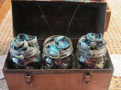 Mmmm...Potpourri in mason jars in an ole metal lunchbox...