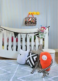 Lorena Canals é uma marca espanhola que se dedica, desde 1990, ao design, produção e comercialização de tapetes para crianças. #Lorenacanals #lorenacanalsrugs #Quartodecriança #Quartodebebê #Decoraçãoinfantil #Bebês #Crianças #BododoDesign #Mimootoysdolls Foto: Sidney Doll  Produção: Mix Conteúdo para Mimoo Toys´n Dolls