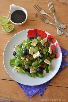 Fruit Salad, Sprouts, Vegetables, Food, Fruit Salads, Essen, Vegetable Recipes, Meals, Yemek