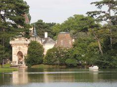 Eine Bootsrundfahrt im Schlosspark Laxenburg solltet ihr euch nicht entgehen lassen.