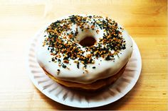 Best Donuts in NYC The donut: a delicious fried confectionery rumored to have been invented by Dutch settlers in the mid-1800s. From the classic glazed to today's innovative flavors like Raspberry-Sriracha and Sugar Brioche, the doughnut has morphed from a tasty treat into