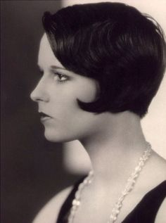 Pre Vidal the STRAIGHT RAZOR dominated the industry. Louise Brooks shows us how soft, versatile and timeless this MUST have tool can be. #prohairkit #protools #straightrazor #straightedgekit #razorcutting #hair #icon #louisebrooks #hairwelove #20s #hairdresserlove