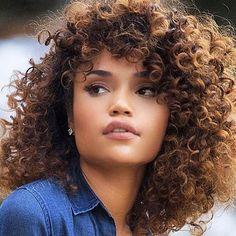 Cor do cabelo. Castanho claro                                                                                                                                                                                 Mais