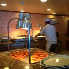 sisters_in_travel-the_travel-alto_mar-ruby_princess-pizza_and_ice_cream_bar