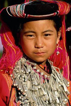 Portait of Lisu girl, Thailand | © Art Wolfe