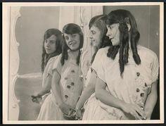 1920's Original Photo SIAMESE TWINS - DAISY & VIOLET HILTON Through a Mirror !