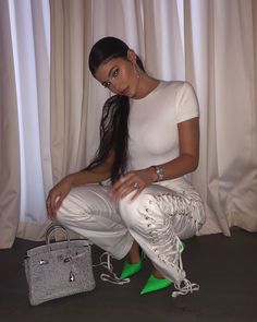 The green shoes are amazing 💚💚💚💚💚💚💚💚💚💚💚 - - - - - - - - kardahsian jenner jenners kardashians kylie kyliejenner khloekardashian kourtneykardashian kimkardashian kendalljenner krisjenner kuwtk keepingup keepingupwiththekardashians k Moda Kylie Jenner, Kylie Jenner Instagram, Kylie Jenner Style, Kendall And Kylie Jenner, Travis Scott, Ellen Show, Trend Fashion, Fashion Today, Style Fashion