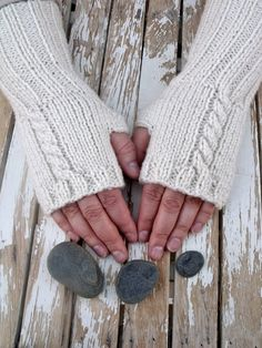Women's Long Cable Knit Fingerless Gloves PDF by beatknits on Etsy