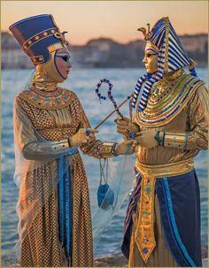 Venice Carnival Costumes, Venetian Carnival Masks, Mardi Gras Costumes, Carnival Of Venice, Venice Carnivale, Venice Mask, Costume Venitien, Costume Carnaval, Egyptian Costume