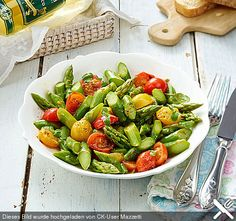 Spargelsalat mit Kirschtomaten Asparagus salad with cherry tomatoes (recipe with picture) by Mazzetti Crockpot Chicken Healthy, Keto Crockpot Recipes, Healthy Salad Recipes, Whole Food Recipes, Chicken Recipes, Asparagus Salad, Asparagus Recipe, Lacto Vegetarian Diet, Vegetarian Recipes