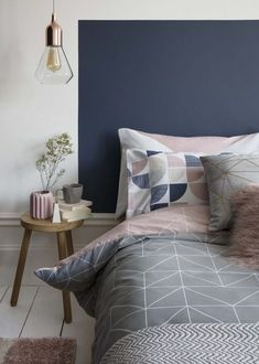 Not to be mistaken for the two-tone walls divided by a dado rail. The two-tone walls I'm referring to are much, much sharper. Dado Rail Bedroom, Accent Wall Bedroom, Master Bedroom, King Size Bed Sheets, King Size Duvet, Duvet Cover Sizes, Quilt Cover Sets, Wall Behind Bed, Half Painted Walls
