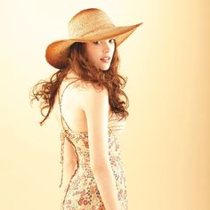 Look like a charming housewife from the OC in this sunhat.