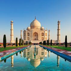 Ruta por el Rajastán · Taj Mahal  Este mausoleo  de 1643 es una obra de arte universal por su simetría perfecta y por la multitud de detalles decorativos.