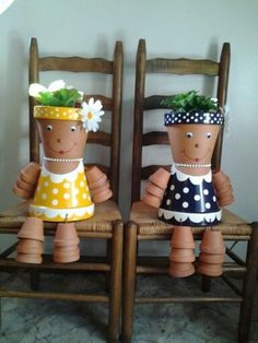 DIY Clay Pot People for Garden Decoration. These DIY Clay Pot Planter people are so adorable for gardening and garden decorating, it is Great idea for single homes with backyard that has stacked steps or benches, Flower Pot Art, Clay Flower Pots, Flower Pot Crafts, Clay Pot Projects, Clay Pot Crafts, Diy Clay, Flower Pot People, Clay Pot People, Painted Clay Pots