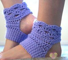 Cre8tion Crochet: Perfect Harmony Yoga Socks -free crochet pattern by Lisa Jelle. Dk yarn, women's shoe size 6-10.