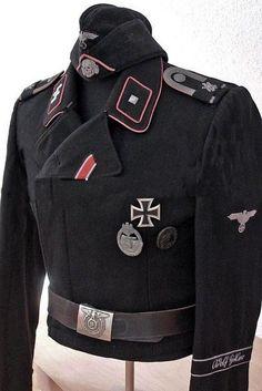 BLACK UNIFORM OF CREWS OF PANZER (Waffen-SS) SCHWARZER SONDERBEKLEIDUNG.