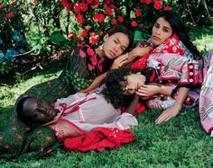 Reach Out And Touch Somebody's Hand: Ajak Deng, Mica Arganaraz by Bruce Weber for Vogue Italia April 2016 - Gucci Spring 2016 Gucci Fashion, Fashion Editor, Fashion Shoot, Fashion Stylist, Editorial Fashion, Fashion Brands, Bruce Weber, Gucci Spring, Human Poses