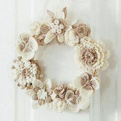 Crochet Flowers Ideas SuzNote: What a gentle wreath, colors of my granny ---> crochet flower wreath Love Crochet, Crochet Motif, Irish Crochet, Crochet Stitches, Knit Crochet, Beautiful Crochet, Vintage Crochet, Crochet Decoration, Crochet Home Decor