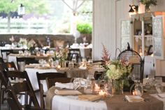 the burlap runners, ivory tablecloths, colored napkins, and candlelight...gorgeous
