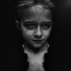 Portrait by Lee Jeffries Lee Jeffries, Portrait Pictures, Portrait Art, Photos, Black And White Portraits, Black And White Photography, Street Photography, Portrait Photography, Emotional Photography