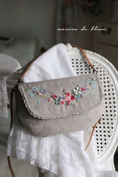 Bullion Embroidery, Embroidery Purse, Bead Embroidery Patterns, Hand Embroidery Designs, Denim Bag Patterns, Creative Embroidery, Brazilian Embroidery, Jute Bags, Craft Bags