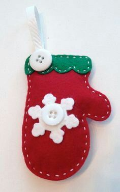 39 Brilliant ideas for using felt ornaments for Christmas tree decorations 37 – christmas decorations Felt Christmas Decorations, Christmas Ornaments To Make, Christmas Sewing, Felt Ornaments, Christmas Projects, Holiday Crafts, Handmade Christmas, Christmas Crafts, Hallmark Christmas