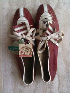 Italy - 1940's cycling shoes. Wie zou ze gedragen hebben? Bartali? Coppi? Magni? Lees @touretappe voor verhalen over de Giro.