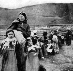 Tour Scotland Photographs: Old Photograph Children St Kilda Outer Hebrides