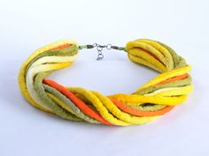 Ketten kurz - Filz Halskette, gefilzt Seil, Halsketten, Wolle - ein Designerstück von BlanCraft bei DaWanda