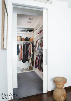 Garderoba. Zobacz więcej na: https://www.homify.pl/katalogi-inspiracji/47081/8-pomyslow-na-pokoj-mlodziezowy-dla-dziewczyny