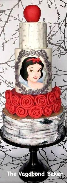 Nos aniversários infantis, o bolo é o destaque decoração. Veja algumas ideias de bolos que vão deixar sua festa mais charmosa e encantando a todos. Imagens do P...