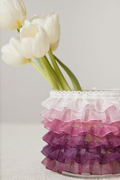 DIY: Ombre Ruffle Vase - Project Wedding. Would use to hold makeup brushes