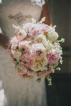 Love this gorgeous and glam #wedding bouquet! {Villetto Photography}