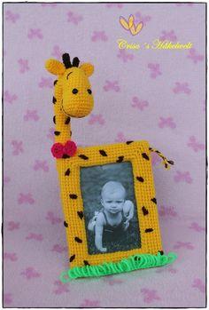 Hallo! Lass uns zusammen diesen giraffigen Bilderrahmen häkeln :) Dies ist eine 14 Seitige PDF Anleitung, mit vielen Bildern, die das Arbeiten erleichtern. Ich erkläre Schritt für Schritt was zu tun ist. Für etwas geübtere von euch, habe ich ein Sche