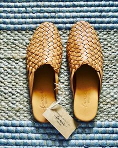 Discover recipes, home ideas, style inspiration and other ideas to try. Loafer Mules, Mules Shoes, Trendy Purses, Leather Weaving, Comfy Shoes, Braided Leather, Lambskin Leather, Leather Loafers, Shoe Collection