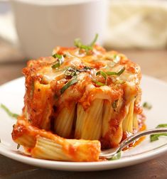 Lasagna in a Mug You can make these eye-catching mini rigatoni pasta pies in a coffee mug! Rigatoni pasta stuffed with melted mozzarella cheese, marinara sauce, and fresh basil. Mug Recipes, Pasta Recipes, Cooking Recipes, Healthy Recipes, Recipies, Healthy Nutrition, Drink Recipes, Healthy Food, Healthy Eating