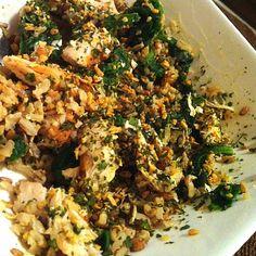 90g de frango, 90g de arroz integral e espinafre com mostarda.