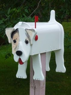 Idea for a letter box I would just change it to black lab or a ginger cat but what a good idea Funny Mailboxes, Home Mailboxes, Unique Mailboxes, Painted Mailboxes, Mailbox Garden, Diy Mailbox, Mailbox Ideas, Rural Mailbox, Mailbox Post