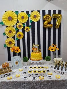 Ideas Para Fiestas, Birthday Parties, Table Decorations, Design, Sunflower Birthday Parties, Sunflower Party, Yellow Birthday, Beer Birthday Party, Home Parties