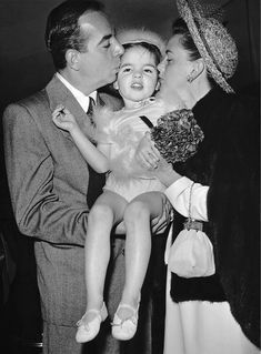 Baby Liza Minnelli with her mother, American actress Judy Garland - and father, film director Vincente Minnelli, Hollywood California, April (Photo by KM Archive/Getty Images) Lauren Hutton, Lauren Bacall, Old Hollywood Movies, Hollywood Actor, Classic Hollywood, Hollywood Pictures, Vintage Hollywood, Judy Garland Liza Minnelli, Brian Austin Green