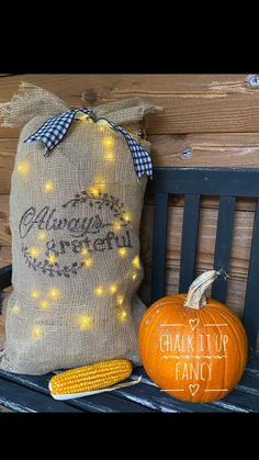 Easy Fall Crafts, Fun Diy Crafts, Thanksgiving Crafts, Fall Diy, Holiday Crafts, Diy Burlap Bags, Burlap Crafts, Burlap Projects, Burlap Christmas