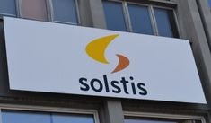 Solstis, acteur principal du solaire en Suisse, maintenant sur les marchés Arabes Renewable Energy, Tech Companies, Company Logo, Study Desk, Solar, Switzerland